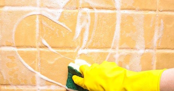 C mo limpiar los azulejos del ba o mercaceramica - Limpiar azulejos bano moho ...