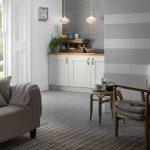 Combinar texturas y cemento en el salón
